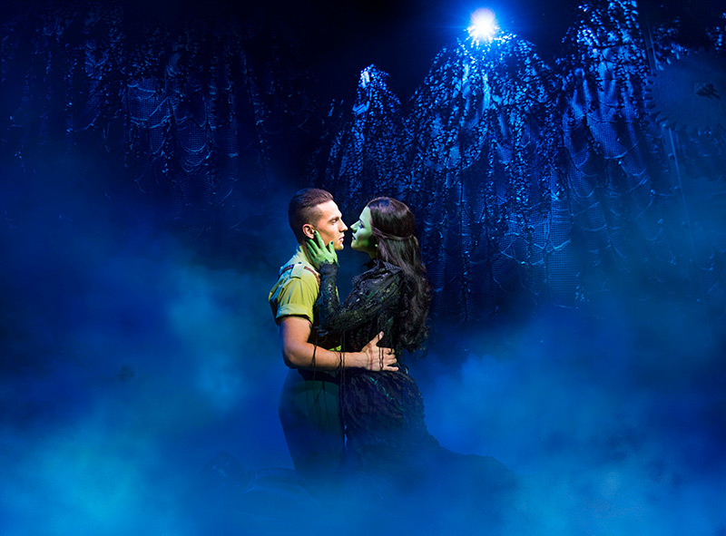 Aaron Sidwell (Fiyero) and Amy Ross (Elphaba).